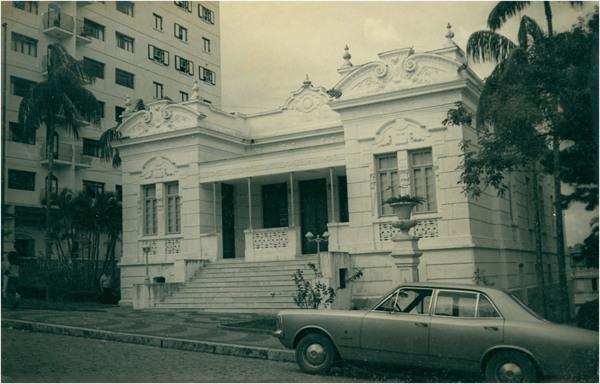 [Praça XV de Novembro : Paço Municipal Prefeito Roberto Arantes Lanhoso] : Itatiba (SP) - [19--]